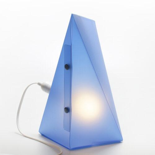 WEEW-Design-Made-in-Italy-Lampada-da-comodino-idee-originali-per-arredare-blu 03
