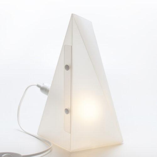 WEEW-Design-Made-in-Italy-Lampada-da-scrivania-idee-originali-arredamento-bianco 03