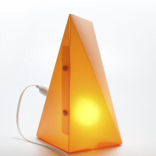 WEEW-Design-Made-in-Italy-Lampade-da-tavolo-idee-per-arredare-casa-arancio 03