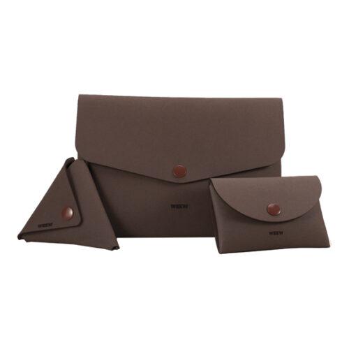 WEEW-design-contenitore-porta-iPad-portamonete-portatessere-idea-regalo-uomo-MARRONE